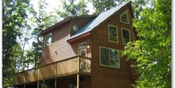 unique architecture of Bear Cozy Cabin