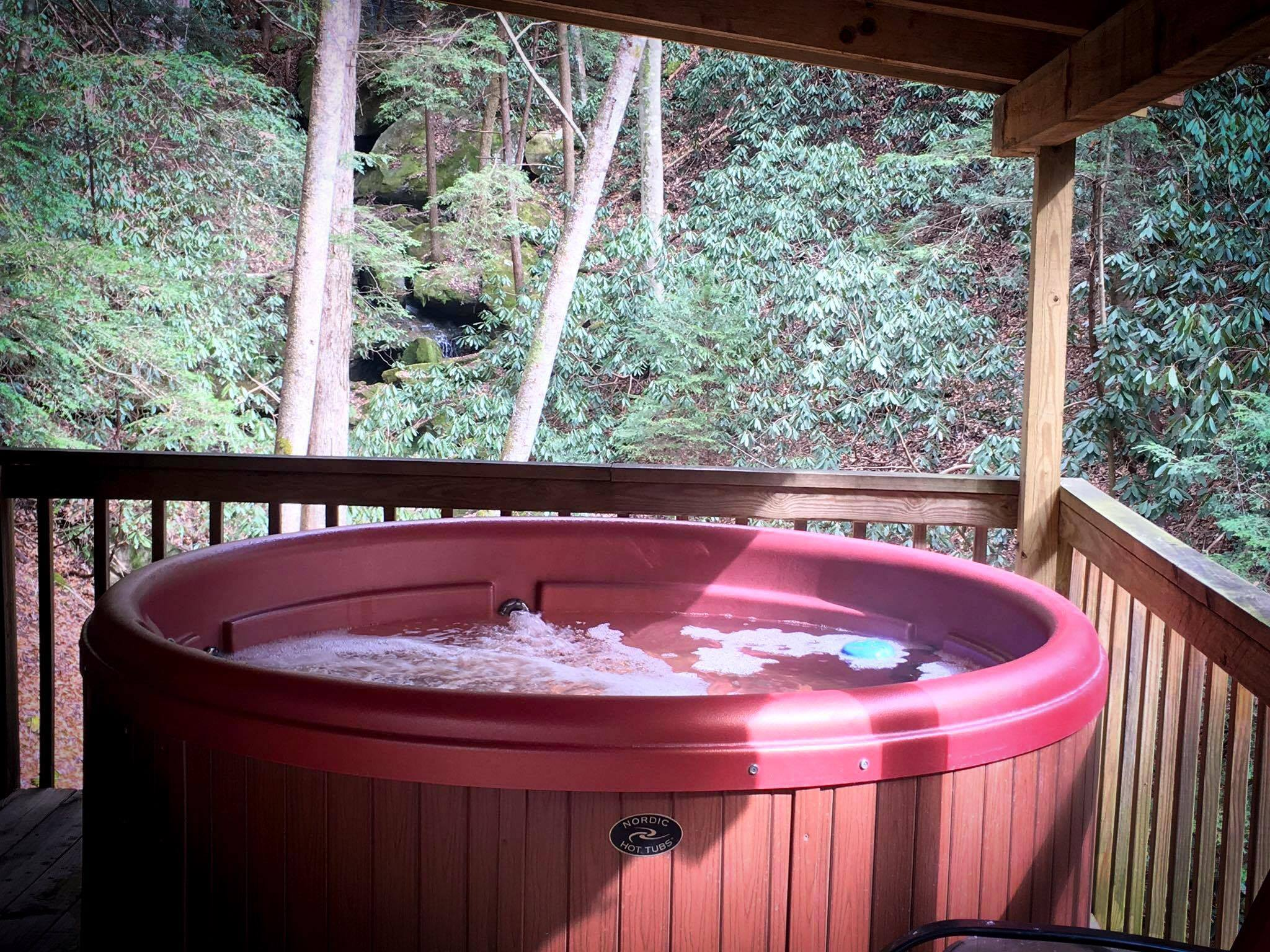 Peaceful Palace Hot Tub Red River Gorge