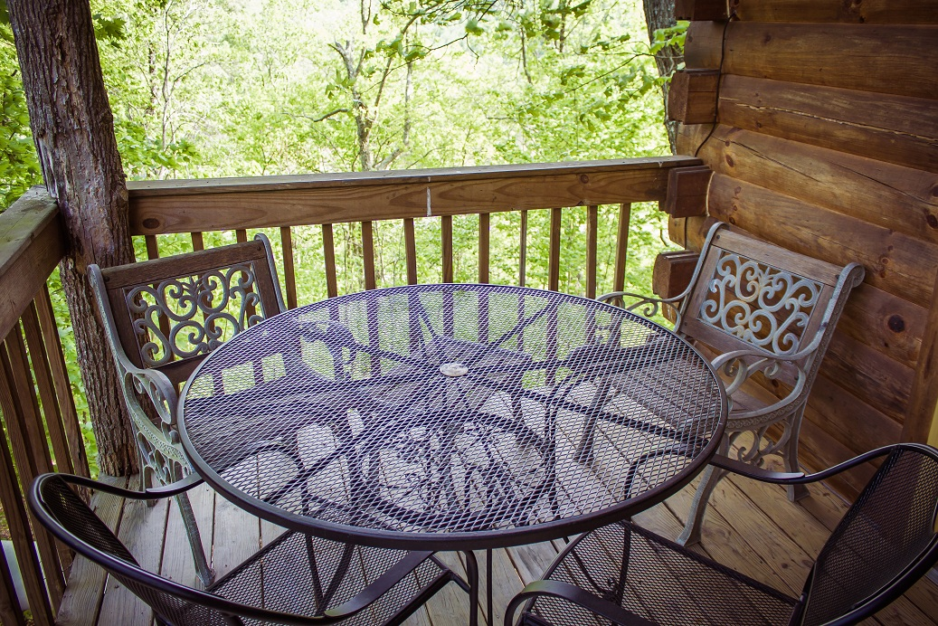 enjoy the relaxed ambiance of the red river gorge