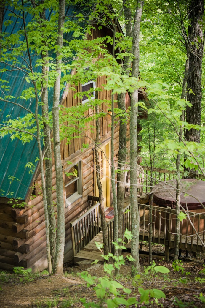 deck with hot tub in the red river gorge