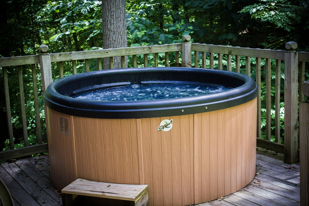 hot tub on the deck of fox den chalet