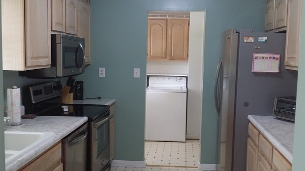fully equipped kitchen and plenty of counterspace