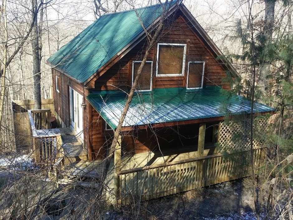 cabin on wooded lot near natural bridge